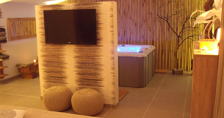 Gallery Of Chambre Hote Avec Jacuzzi Slide Chambre Avec Spa Privatif With Hotel  Avec Jacuzzi Dans La Chambre Bordeaux With Chambre D Hotel Avec Jacuzzi ...
